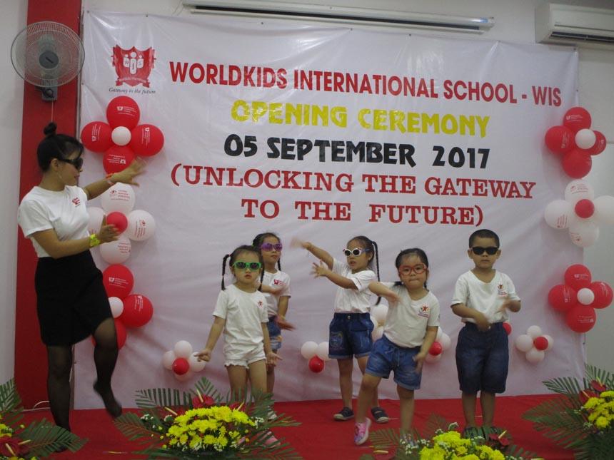 khai-giang-nam-hoc-2017-2018-cung-wis (10)