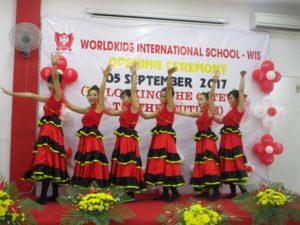 khai-giang-nam-hoc-2017-2018-cung-wis (7)