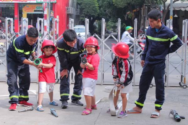 Dạy con kỹ năng thoát hiểm khi xảy ra hỏa hoạn