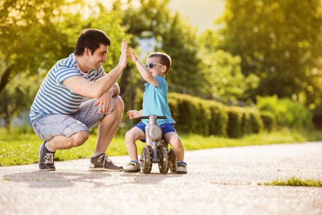 Cha mẹ cùng con vận động ngăn ngừa trẻ bị béo phì