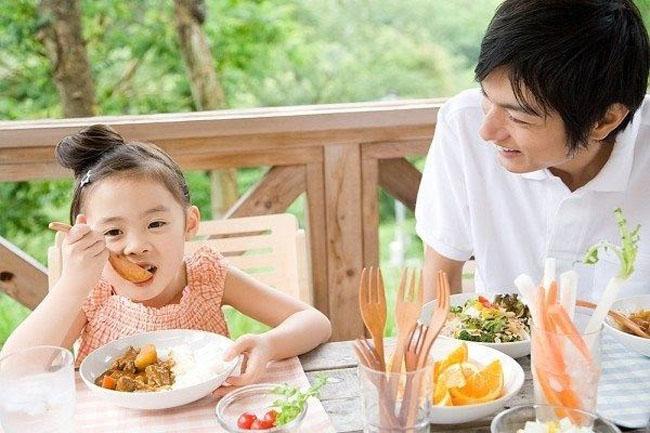 Chế độ dinh dưỡng cho trẻ 3 tuổi tạo nền tảng phát triển tốt cho con.
