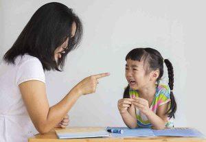 5 câu quen thuộc ba mẹ không nên nói với con