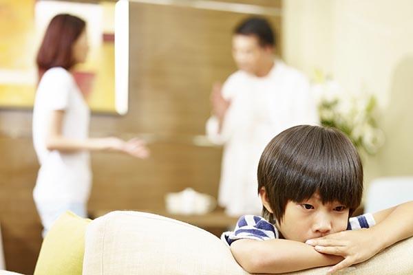 Sai lầm ba mẹ thường mắc phải khi dạy kèm con học