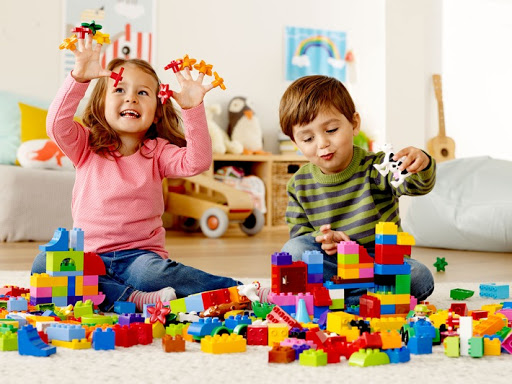 dạy trẻ nhận biết màu sắc thông qua trò chơi