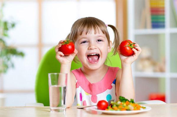 dạy trẻ nhận biết màu sắc qua món ăn