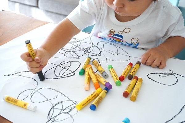 dạy trẻ tô màu