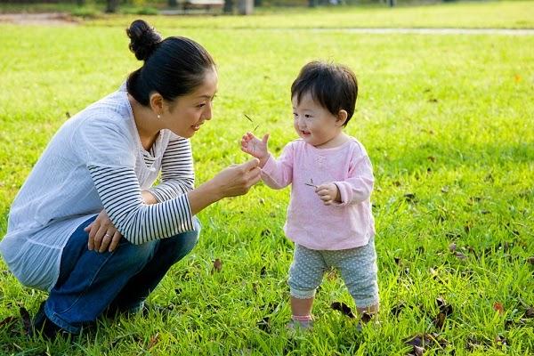 Dạy trẻ 2 tuổi học gì để biết cách thể hiện với xã hội xung quanh
