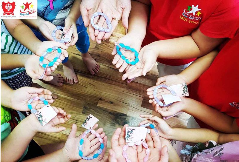 Các lớp học ngoại khóa cho trẻ giúp bé kết nối được nhiều bạn bè hơn.