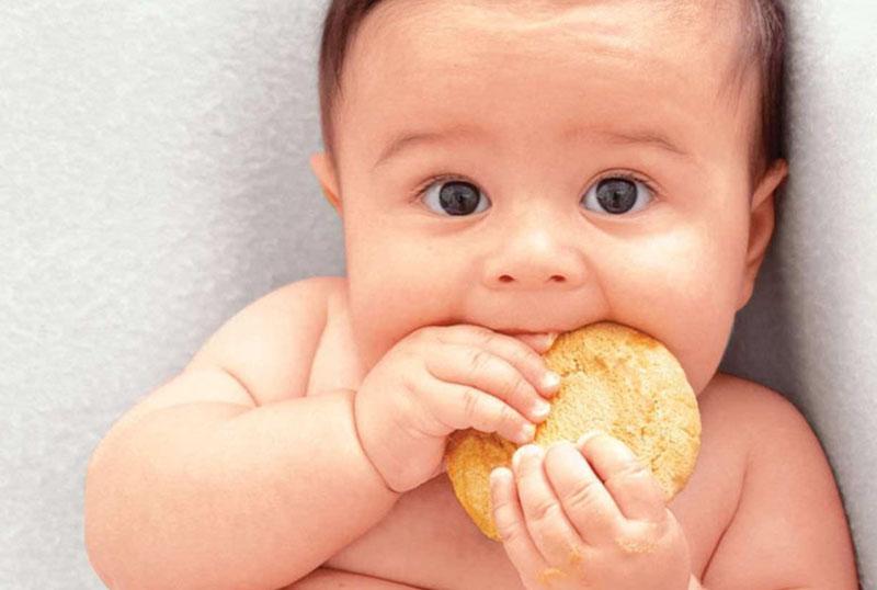 Kích thích vị giác cũng là một cách dạy trẻ sơ sinh thông minh.