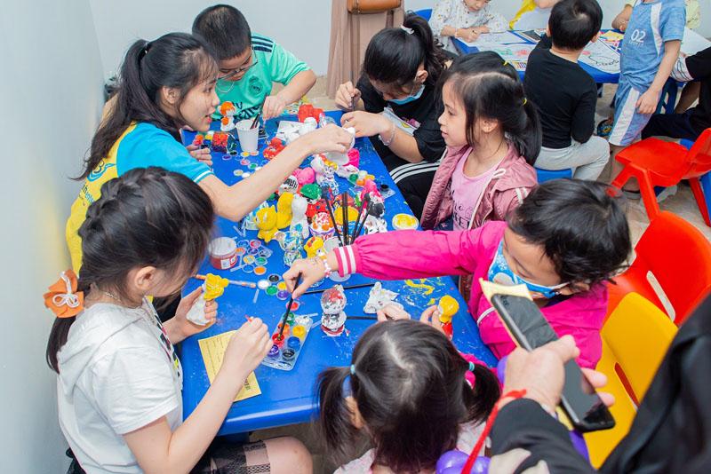 Cho trẻ học tiếng Anh thông qua các trò chơi