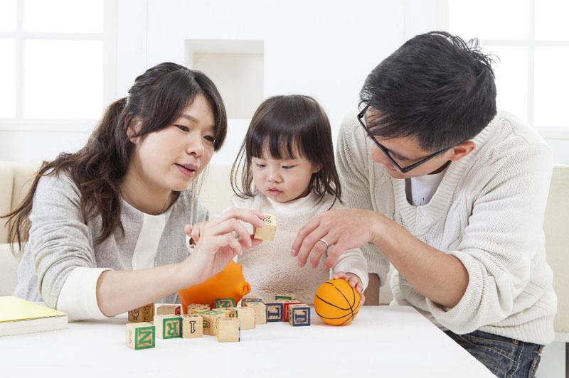 Các trò chơi không chỉ giúp trẻ vui vẻ còn giúp trẻ sơ sinh thông minh.