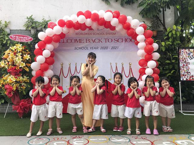 Dạy học theo phương pháp Montessori theo từng giai đoạn cho trẻ.