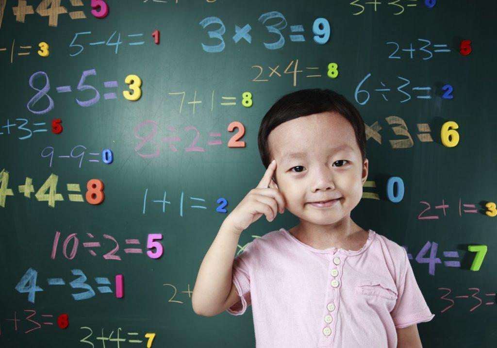 Dạy trẻ 2 tuổi học gì để nhận biết các con số nhanh chóng