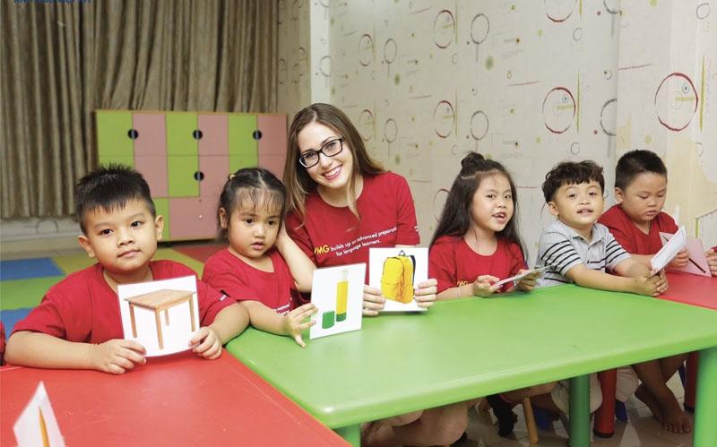 Dạy trẻ học bằng tiếng Anh trong môi trường năng động
