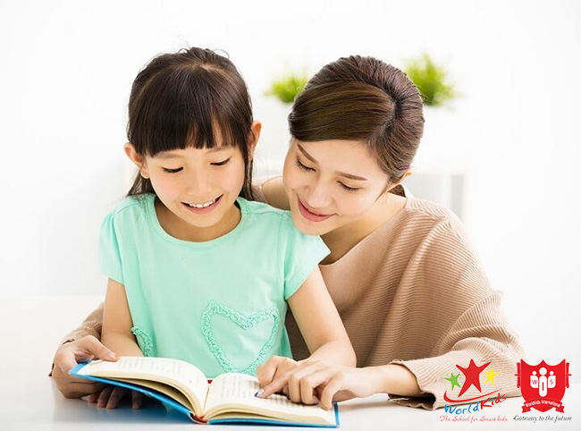 Cho trẻ học tiếng Anh sớm vì quá trình dạy và học giúp gắn kết gia đình