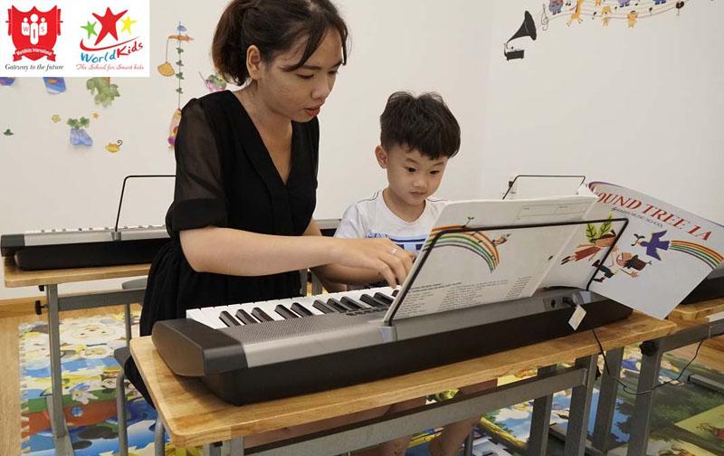 Lớp học ngoại khoá dạy chơi nhạc cụ cho trẻ em
