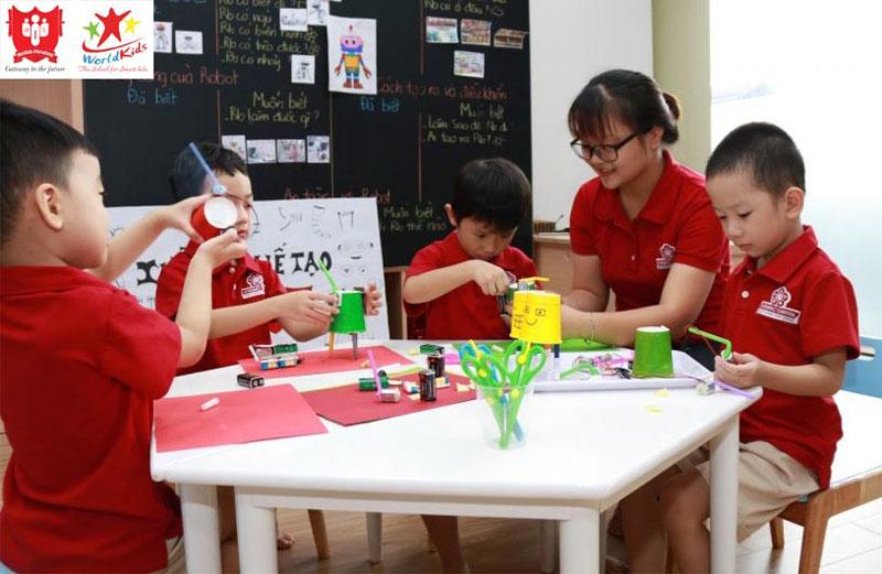 Lớp ngoại khoá STEAM/STEM tăng cường kiến thức bổ ích cho trẻ.