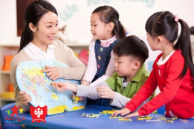 Môi trường xung quanh rất quan trọng để dạy trẻ 5 tuổi học tiếng Anh