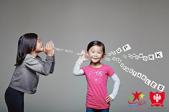 Nắng khiếu giao tiếp giúp trẻ nhanh kết bạn và hoà đồng hơn.