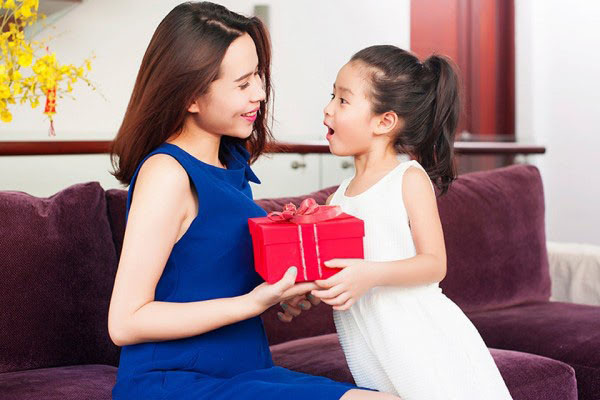 Phương pháp dạy trẻ 3 tuổi bằng phần thưởng mỗi khi con làm tốt.