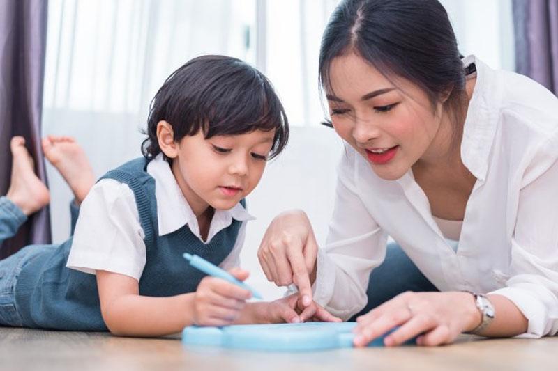 Các bài tập đơn giản rèn luyện trí nhớ giúp bé sơ sinh thông minh hơn.