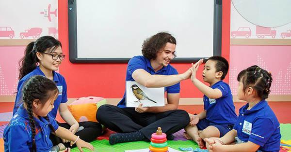 Tạo không khí vui nhộn trong mỗi buổi học tiếng anh giúp trẻ mãu giáo thêm hứng thú