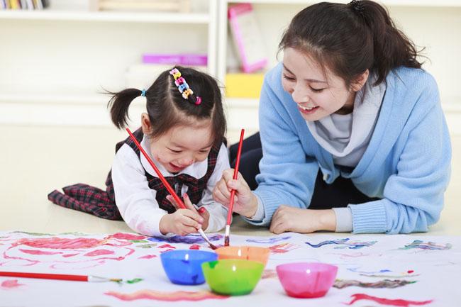 2-3 tuổi là thời kỳ ngôn ngữ của trẻ được cải thiện rõ rệt