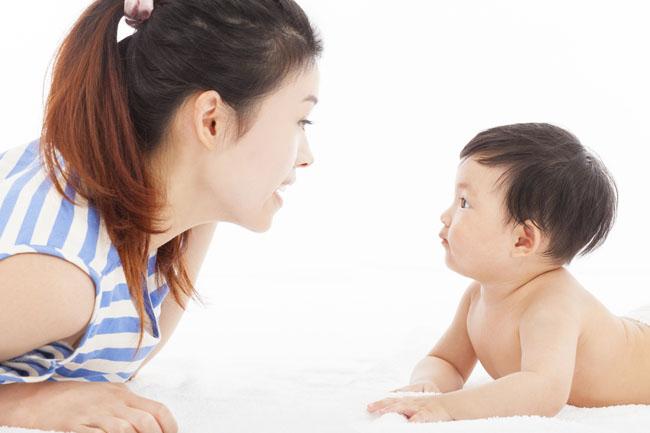 Bố mẹ cần kiên nhẫn dành thời gian nói chuyện với con