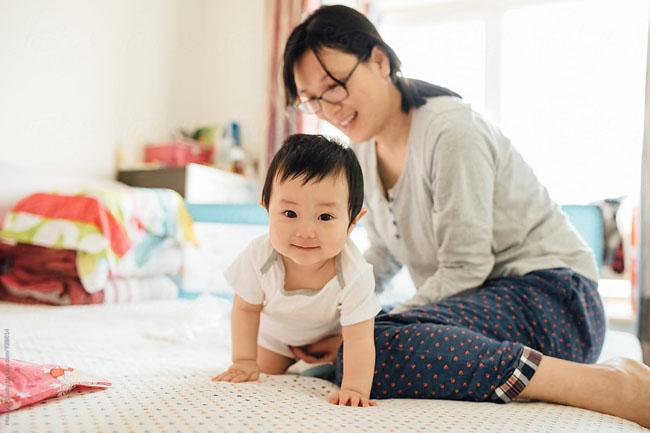 Ba mẹ nên làm mẫu ngôn ngữ để trẻ tiếp thu nhanh chóng hơn