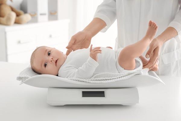 cách chăm sóc trẻ 2 tháng tuổi