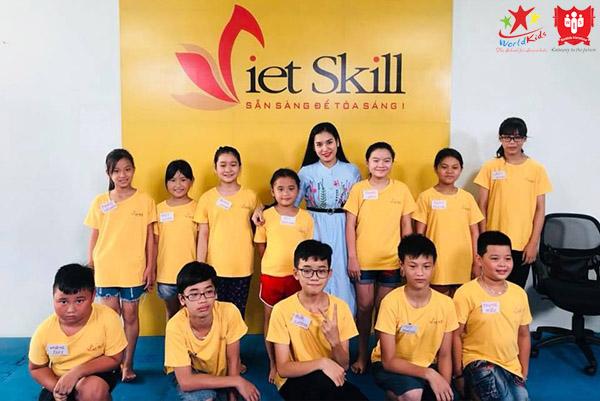 lớp dạy kỹ năng sống cho trẻ tại Viet Skills