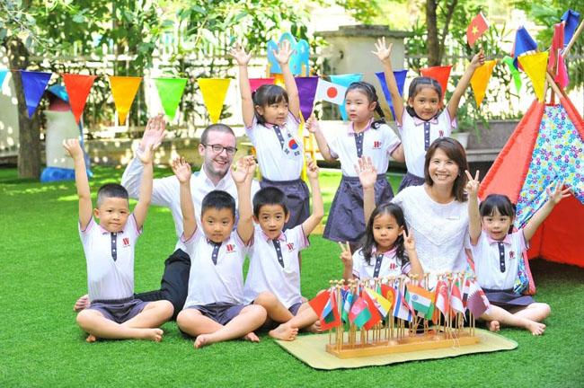 Cho trẻ 3 tuổi tham gia các lớp học dạy kỹ năng giao tiếp