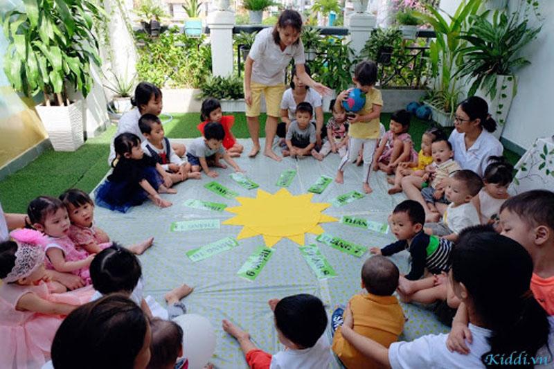 Các trò chơi giúp các bé được gắn kết với nhau nhiều hơn, tự tin hơn khi giao tiếp.