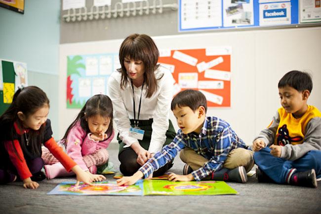 Chủ động suy nghĩ là cách học tiếng anh cho trẻ nhỏ đúng đắn.
