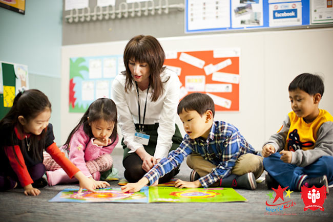 Chủ động suy nghĩ là cách dạy tiếng anh cho trẻ