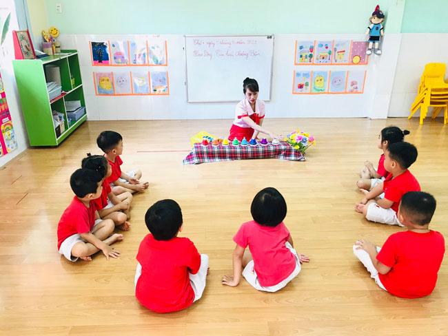 cô giáo và các bé tại worldkids gò vấp