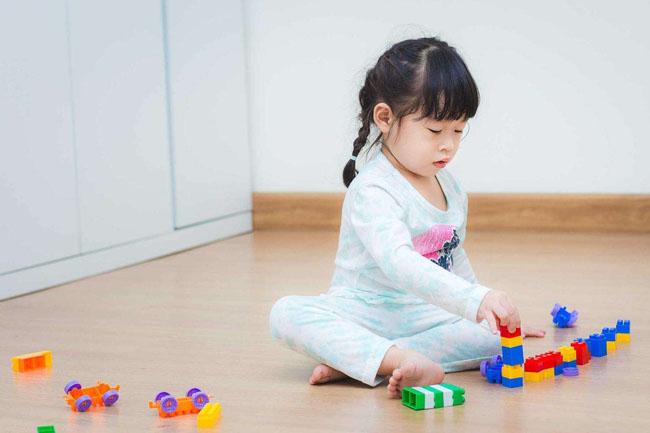 Hãy đưa ra những quy định thật rõ ràng cho con để bé biết điều gì là đúng đắn.