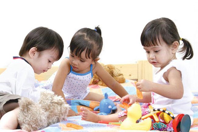 Dạy con kỹ năng sống tự lập là điều vô cùng cần thiết cho trẻ mầm non.