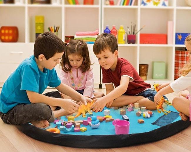Dạy trẻ 3 tuổi kỹ năng dọn dẹp gọn gàng sau khi chơi xong
