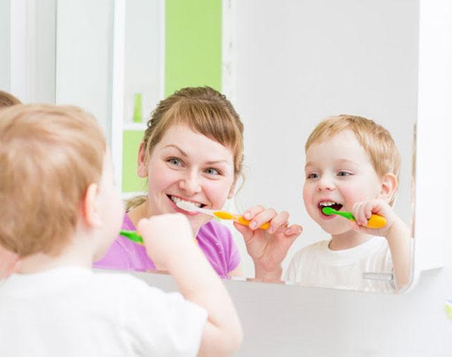Dạy bé kỹ năng tự vệ sinh cá nhân tạo thói quen tự giác tốt nhất cho trẻ 3 tuổi