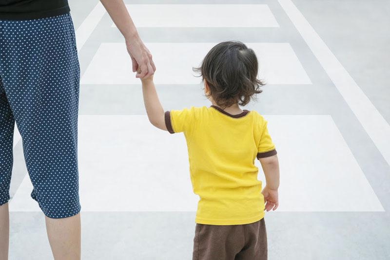 Dạy trẻ 5 tuổi kỹ năng qua đường khi tham gia giao thông