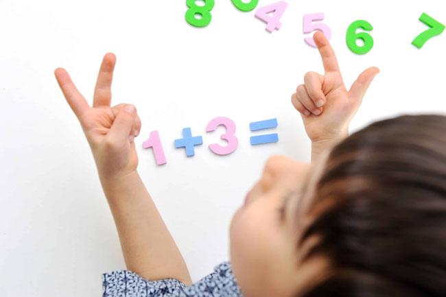 Đếm ngón tay là bài học về sự chính xác giúp trẻ dễ dàng tiếp thu