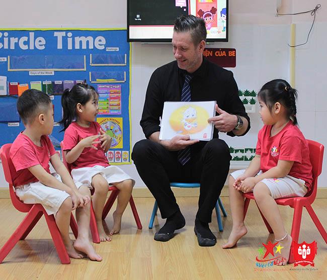 dạy trẻ học tiếng anh giao tiếp bằng các câu đơn giản.