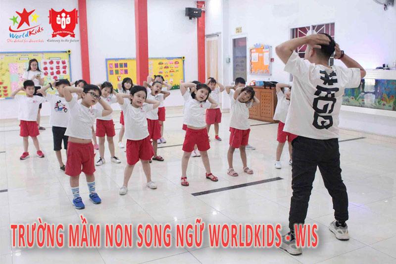 Các bé tham gia hoạt động vui chơi tại trường mầm non Song Ngữ Worldkids - WIS