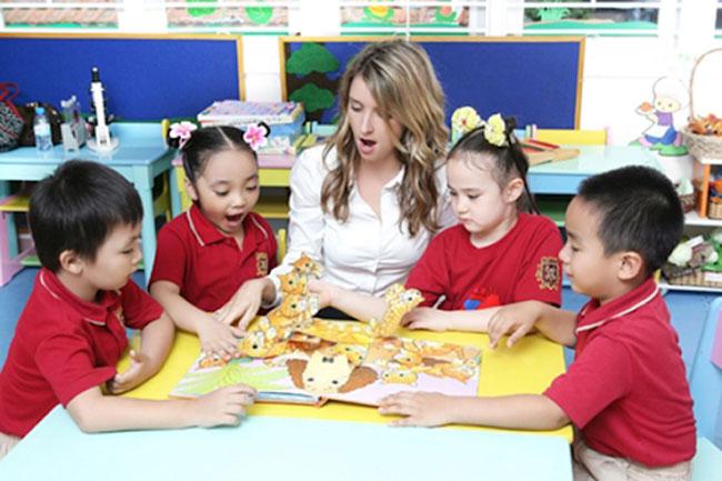 Học tiếng Anh với giáo viên bản ngữ giúp trẻ được tiếp thu kiến thức chuẩn ngay từ đầu