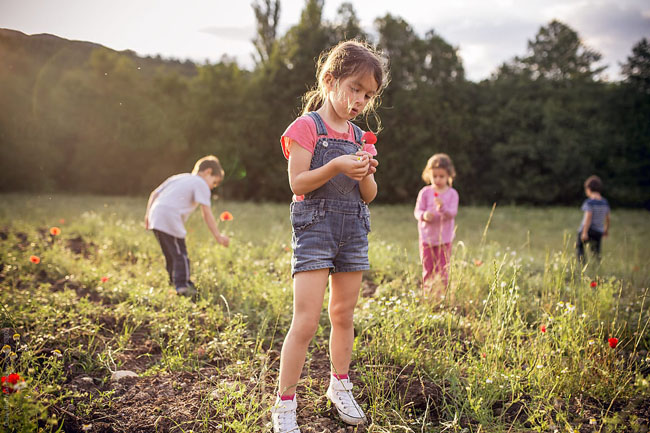 Hướng dẫn trẻ nhận thức xung quanh để phát triển tư duy trí tuệ