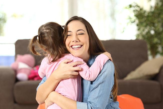 Dành những lời khen ngợi tích cực mỗi khi bé làm tốt một việc.