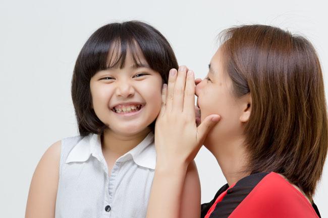 Hãy kiên nhẫn nói chuyện với con thay vì cáu gắt và la hét