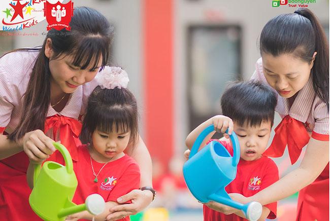 Tìm hiểu trình độ chuyên môn, cách giảng dạy của giáo viên phù hợp nhất với con.