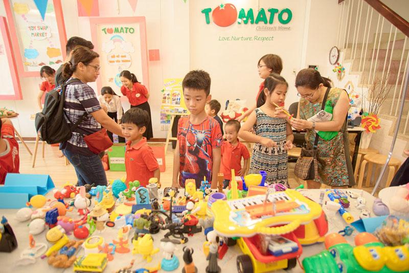 Lớp dạy kỹ năng sống TOMATO tổ chức nhiều hoạt động thực tiễn cho trẻ em tham gia.